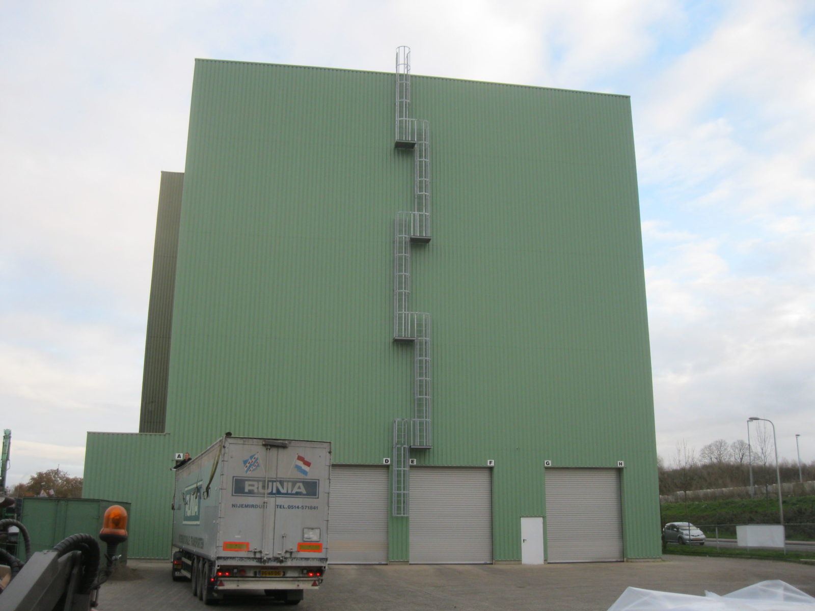 Cladding silo